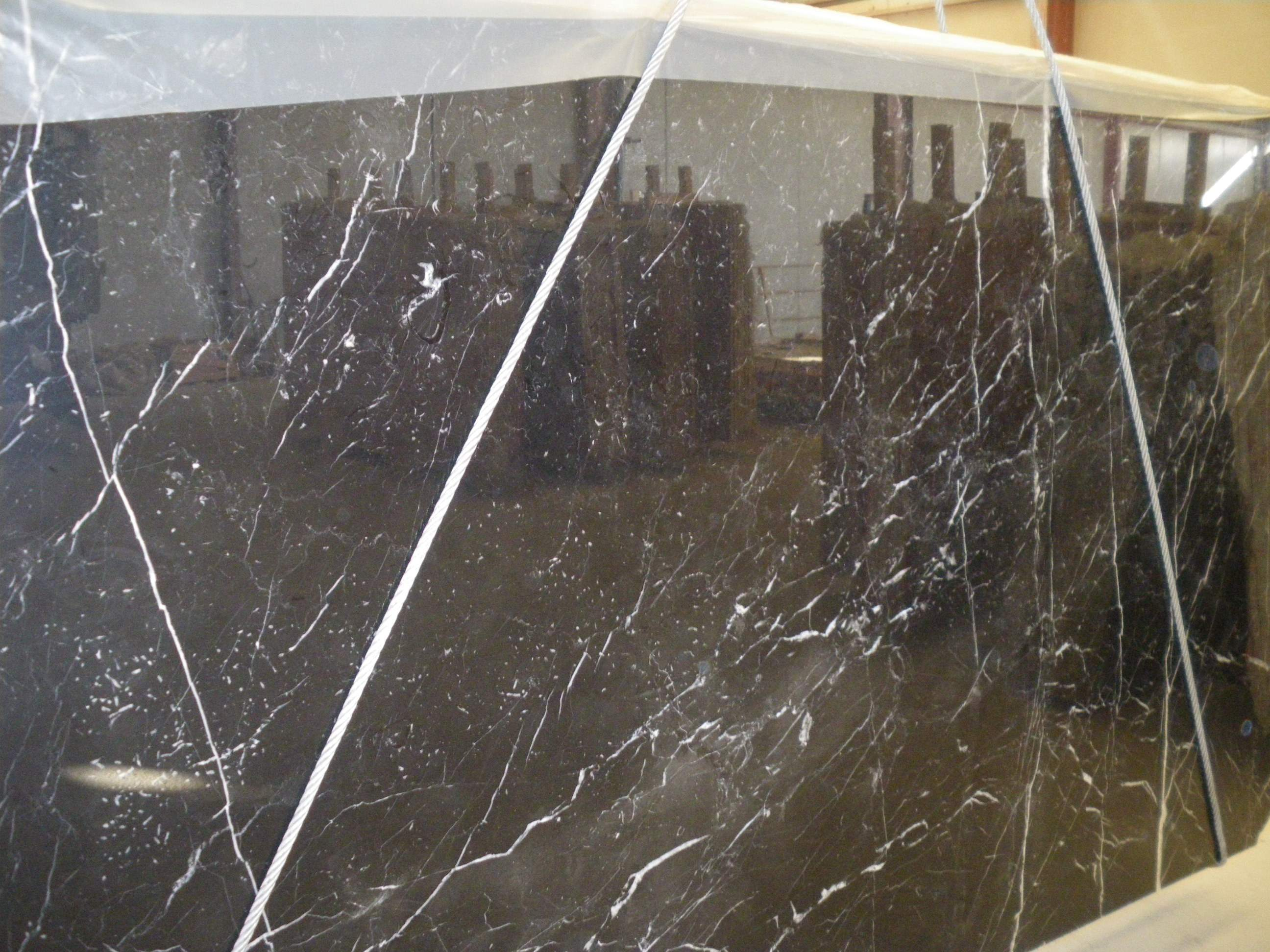 Marmol negro marquina export marbles and granites for Marmol negro marquina